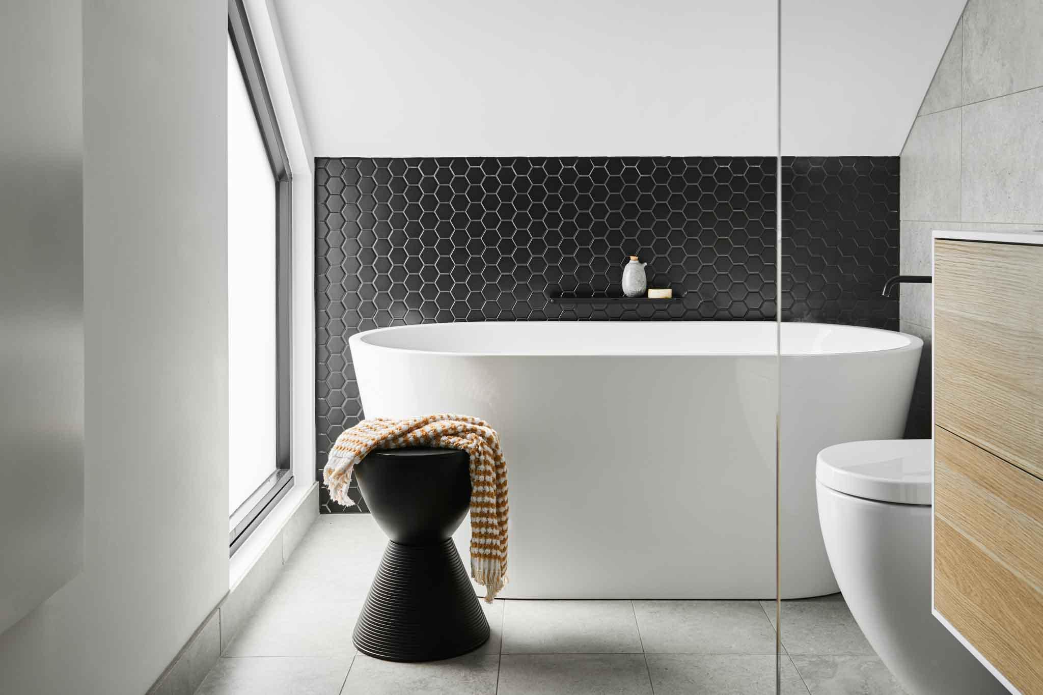 white freestanding bath